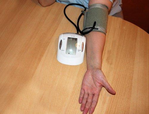 Pomiar ciśnienia na nadgarstku czy ramieniu? Gdzie należy badać ciśnienie krwi?